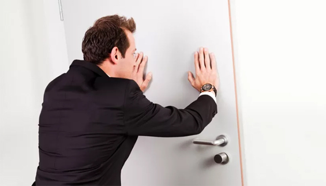 Приобретение квартиры с прописанным человеком — Юридические советы